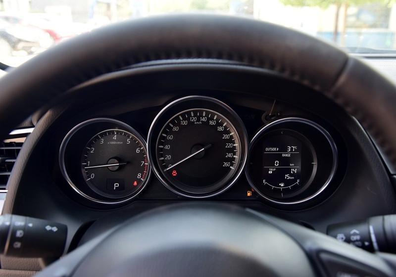 马自达6阿特兹仪表盘显示平均油耗怎么调